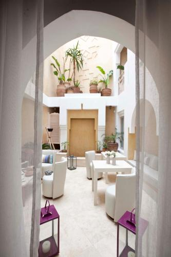 33, rue Oujda, Essaouira 44000, Morocco.