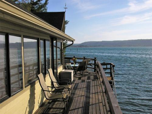 . Union City Beach House at Hood Canal, Waterfront Vacation Rental