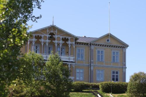 . Filipsborg, the Arctic Mansion