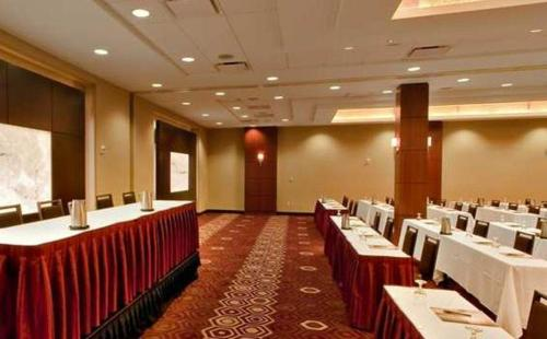 DoubleTree By Hilton Hotel And Suites Pittsburgh Downtown - Pittsburgh, PA 15219