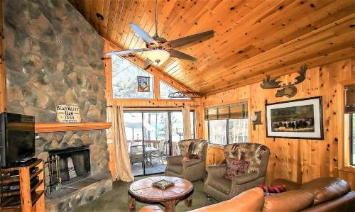 Lakeshore Cabin #012