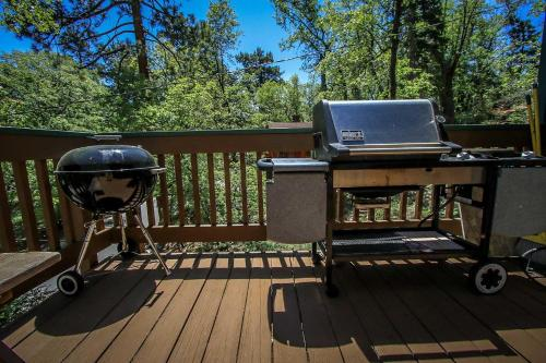 ~tree Top Hideaway #888~ - Big Bear City, CA 92314