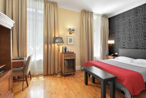 Hotel Bonaparte - Photo 4 of 30