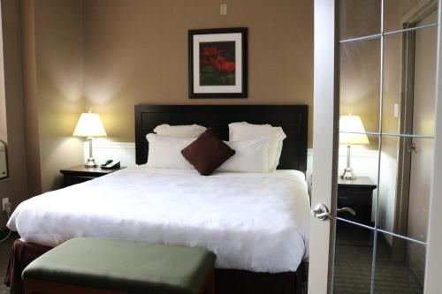 Nomad Hotel & Suites - Fort McMurray, AB T9H 1S8