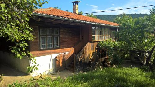 Baltova House, Kotel
