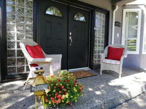 White Rock Pacific (Bed and Breakfast)