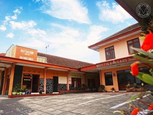 Hotel dekat Air Terjun Coban Talun - TARIF HOTEL TERBAIK ...