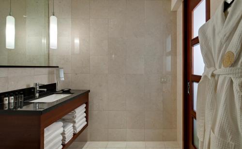 Millennium Knickerbocker Chicago Улучшенный двухместный номер с 2 двуспальными кроватями и ванной - Доступ для гостей с ограниченными физическими возможностями