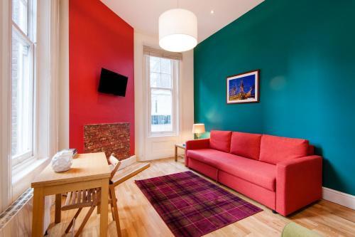 Bright Corner Apartment in Center of London (1)