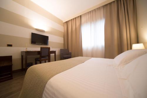 . Hotel Motel Ascot