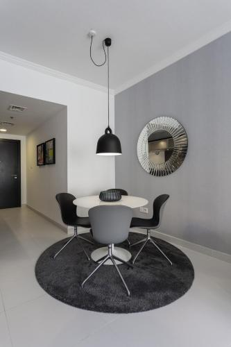 Luxurious Apartment Marina View - image 3