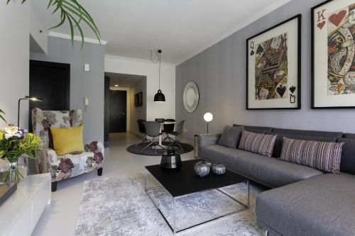 Luxurious Apartment Marina View - image 5