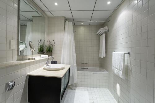 Luxurious Apartment Marina View - image 7