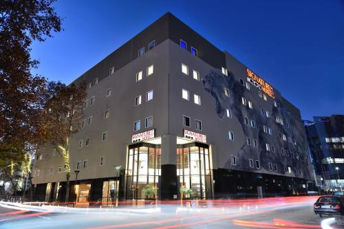 . Signature Lux Hotel By ONOMO, Sandton