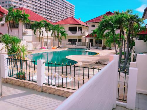 e-1 Pool view Condo with 4 Bed rooms for 18PAX e-1 Pool view Condo with 4 Bed rooms for 18PAX