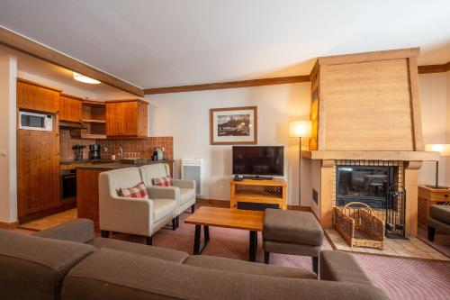 Standard Four-Bedroom Apartment - access to the outdoor pool (10 People)