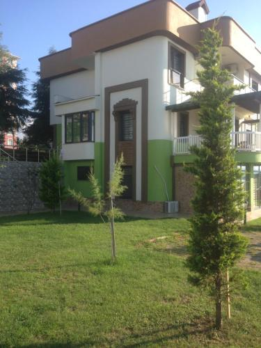 Madenli Seyran Seaside Apartments- Green Garden Floor Apartment