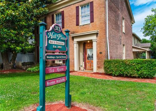 Hall Place Bed & Breakfast - Glasgow, KY 42141