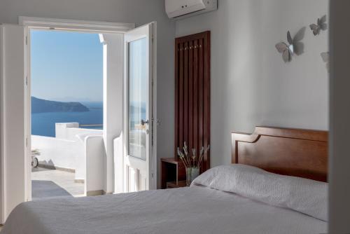 Fira, 84700, Santorini, Greece.