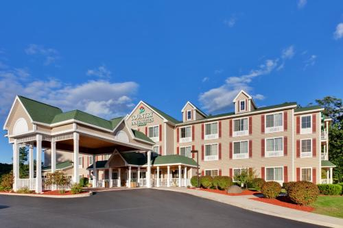. Country Inn & Suites by Radisson, Lake George (Queensbury), NY