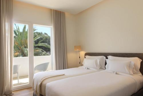 Double Room with Garden View and Balcony Hostal Spa Empúries 4