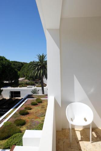 Habitación Doble con balcón y vistas al jardín Hostal Spa Empúries 16