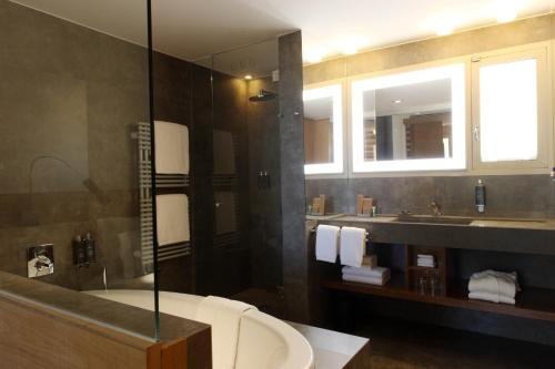 Superior Double Room with Garden View Hostal Spa Empúries 18