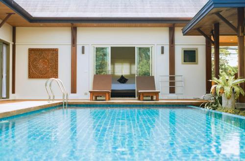 Four Bedroom Oriental Villa Layan by Brown Starling Four Bedroom Oriental Villa Layan by Brown Starling