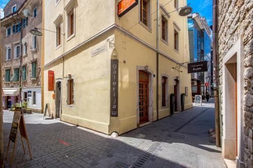Apartments with WiFi Rijeka - 16000, 51000 Rijeka