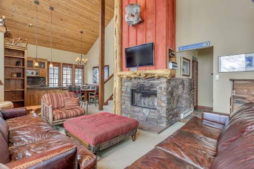 . High-end summer/winter lodge on slopes of Alta