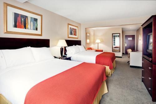 Holiday Inn Express & Suites Bradley Airport - Windsor Locks, CT 06096