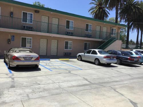 Pine Tree Inn - Los Angeles, CA 90062