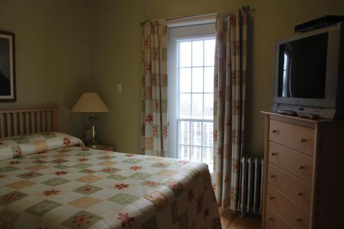 Dolan's Inn & Suites - Pictou, NS B0K 1H0