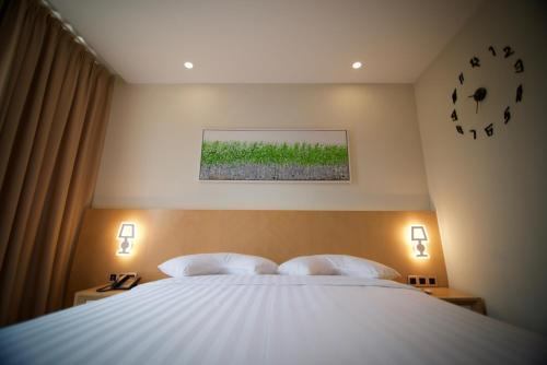 Verse Luxe Hotel Wahid Hasyim In Jakarta Room Deals Photos Reviews