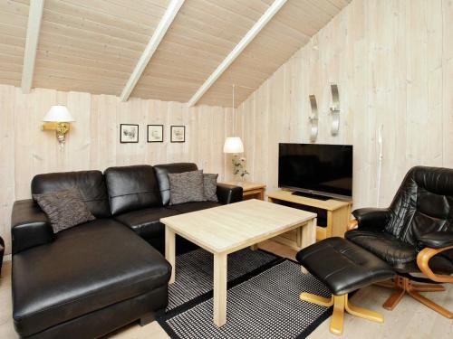 Three-Bedroom Holiday home in Blåvand 17 in Ho