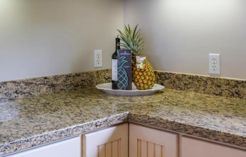 The Green Pineapple - Haleiwa, HI 96712
