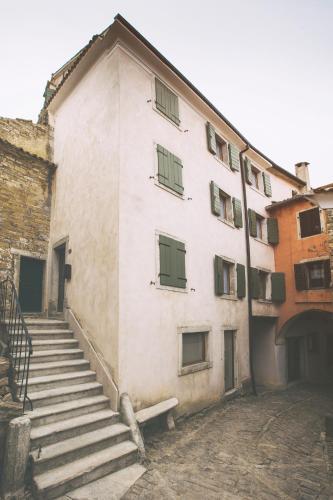 Matka Laginje bb, 52428 Oprtalj, Istria, Croatia.