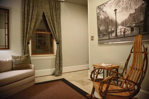 Black Lantern Inn - Accommodation - Roanoke