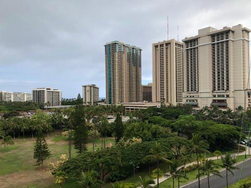 Inn On The Park 8th Floor Partial Ocean View - Honolulu, HI 96815