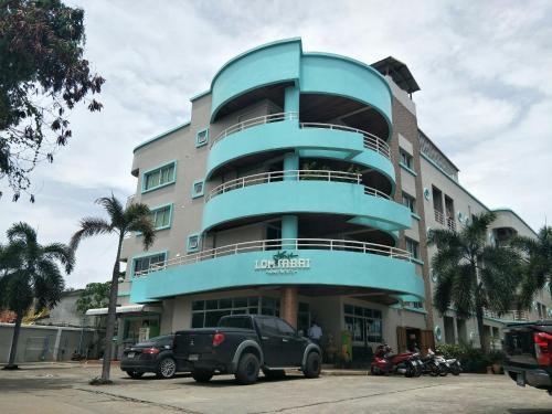 . Lomsabai Apartments