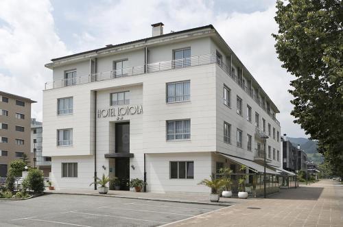__{offers.Best_flights}__ Hotel Loiola