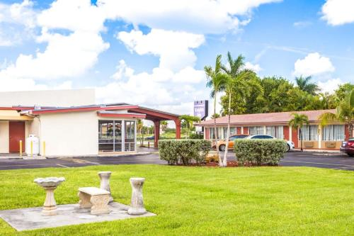 Knights Inn Florida City - Florida City, FL 33034