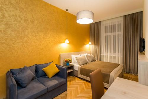 . Luxury 3 BR apartment by Freedom square City Center