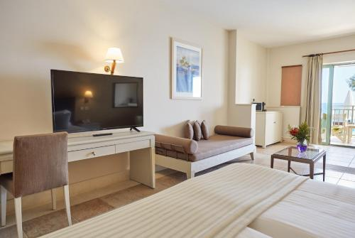 Junior Suite-Sea Front with Pool Access