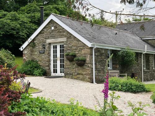 Almond Tree Cottage, Lanteglos, Cornwall