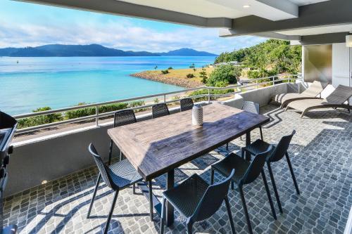 HotelFully Renovated Frangipani Beach Front Apartments
