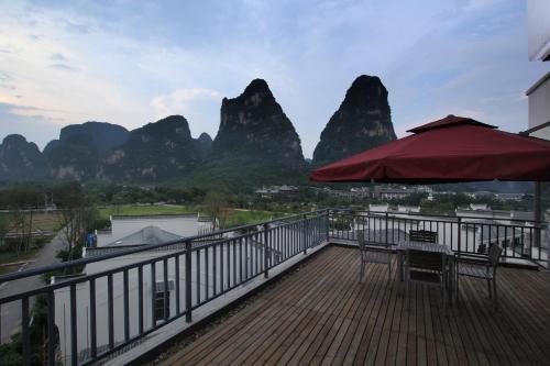 . Yangshuo Spring Hill Hotel