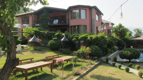 Accommodation in Ananuri