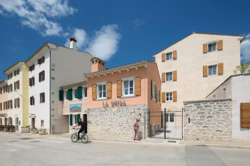 La Grisa 23, 52211, Bale, Croatia.