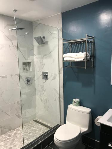 Casa Verde Inn - Monterey, CA 93940